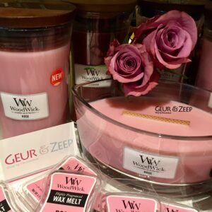 Rose en Redwood Fragrance of the Month